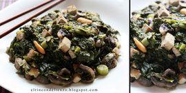 Espinacas con ajos tiernos, setas shiitake y dados de tofu ahumado con almendras