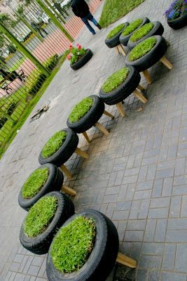 These tire planters were created at one of the five selected artistic locations chosen out of 137 proposals for Lima's Great Week.