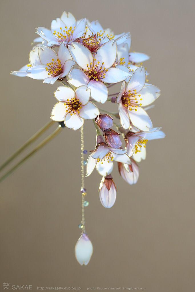 Photo by OSAMU YAMAZAKI ( http://pinterest.com/ymzkosm/?d )( http://imagedive.co.jp/ ) 簪作家榮 2013桜簪【 明けの桜 -Cherry Blossom- 】 Japanese hair accessory - Cherry Blossom Kanzashi - by Sakae, Japan http://www.facebook.com/KanzashiSakae.fanfan