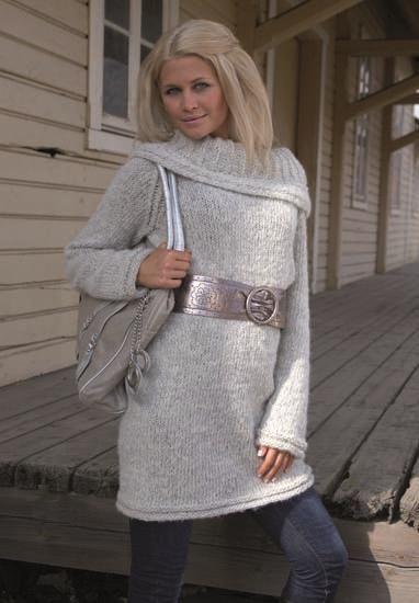 Lang genser med stor krage og raglanfelling