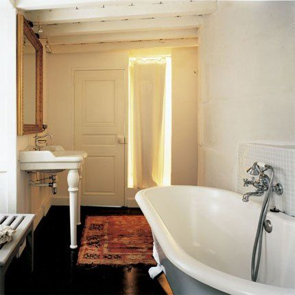 salle de bain ancienne esprit campagne chic simple et marie claire. Black Bedroom Furniture Sets. Home Design Ideas