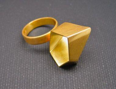 Letizia Plankensteiner –Schmuckunikate, Ring geometrisch Gold