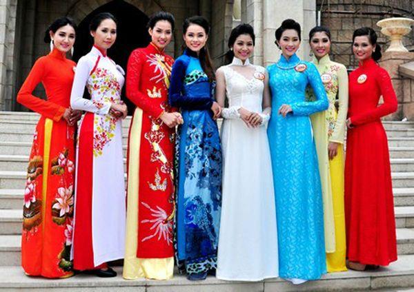 Long_dress_of_Vietnames