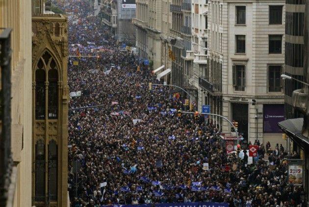 η ΜΕΤΑβαση: 300.000 διαδηλωτές στη Βαρκελώνη υπέρ της υποδοχής...