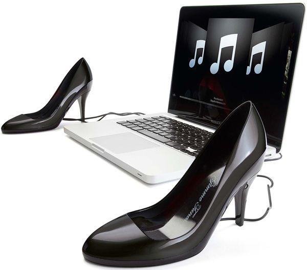 Gimme Tunes lança Alto-falantes USB em forma de sapatos....a simple idea of 'sexy pumps' shoe-shaped speakers to enhance the 'special' mood of the music listeners.