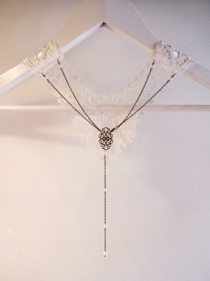 bijou de dos pour mariage perles swarovsky et estampe arabesque bronze avec fleur dentelle. Black Bedroom Furniture Sets. Home Design Ideas