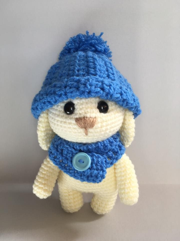 Ciao a tutti.  Cominciamo a pensare alla Pasqua? Allora cosa meglio di un coniglietto da uncinettare per i vostri amici o per i vostri bimb...