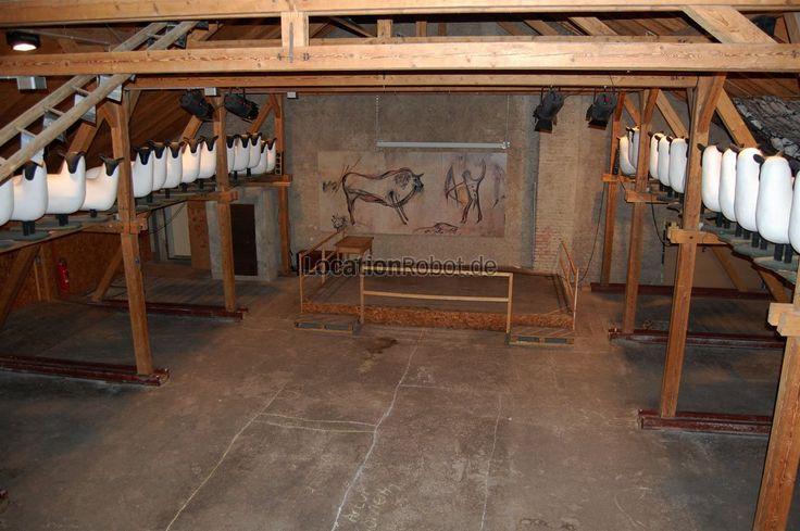 Eine kleine Tenne und eine Kornkammer bilden die Räumlichkeiten, die als Drehort und Fotolocation zur Verfügung stehen.  Die künstlerisch gestaltete Tenne mit kleinem Podest und einer Galerie miss... https://www.locationrobot.de/filmlocation-ebersberg-eventlocation-lr1682-li186