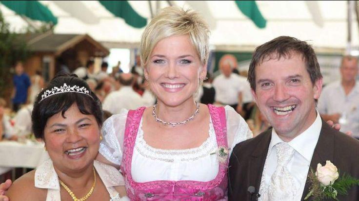 KRASS: RTL engagiert überraschend neue Moderatorin für 'Bauer Sucht Frau'!  Verliert Inka Bause jetzt ihren Job als Kupplerin zwischen Landwirten in der RTL-Show? Der Sender hat sich jetzt einen Fan-Liebling geholt, den wir alle kennen! RTL engagiert neue Moderatorin für Bauer Sucht Frau - Zum Video! >>> https://www.film.tv/go/38695-pi  #RTL #InkaBause #BauerSuchtFrau