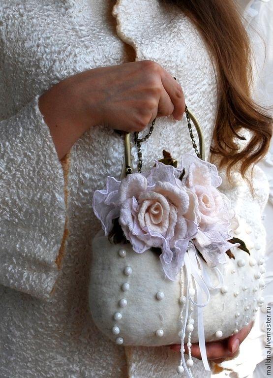 Купить Валяная сумочка Белые розы - белый, валяная сумочка, белая сумочка, сумочка