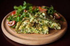 Heerlijke gezonde frittata met geitenkaas, munt en sperziebonen. Dit recept is erg lekker en je kunt heerlijk variëren met ingrediënten.