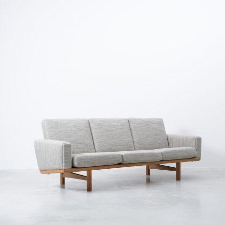 Hans Wegner GE236 Sofa