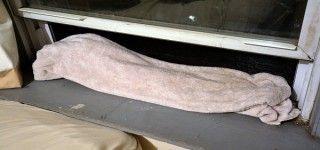 Chaque nuit, il met une serviette humide à la fenêtre. En lisant ces 6 astuces, vous ferez pareil