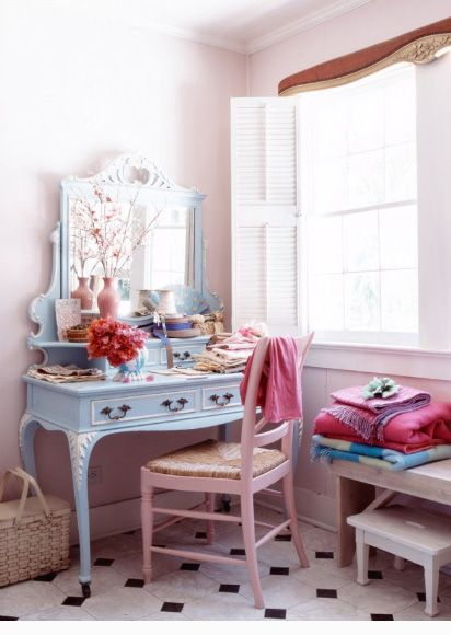 Just L.O.V.E this pink and blue dressing table