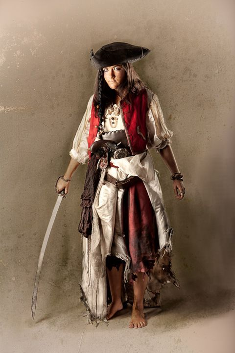 tenue de femme pirate - pirate women outfit www.vertugadins.com photographe : www.unjourdansletemps.com