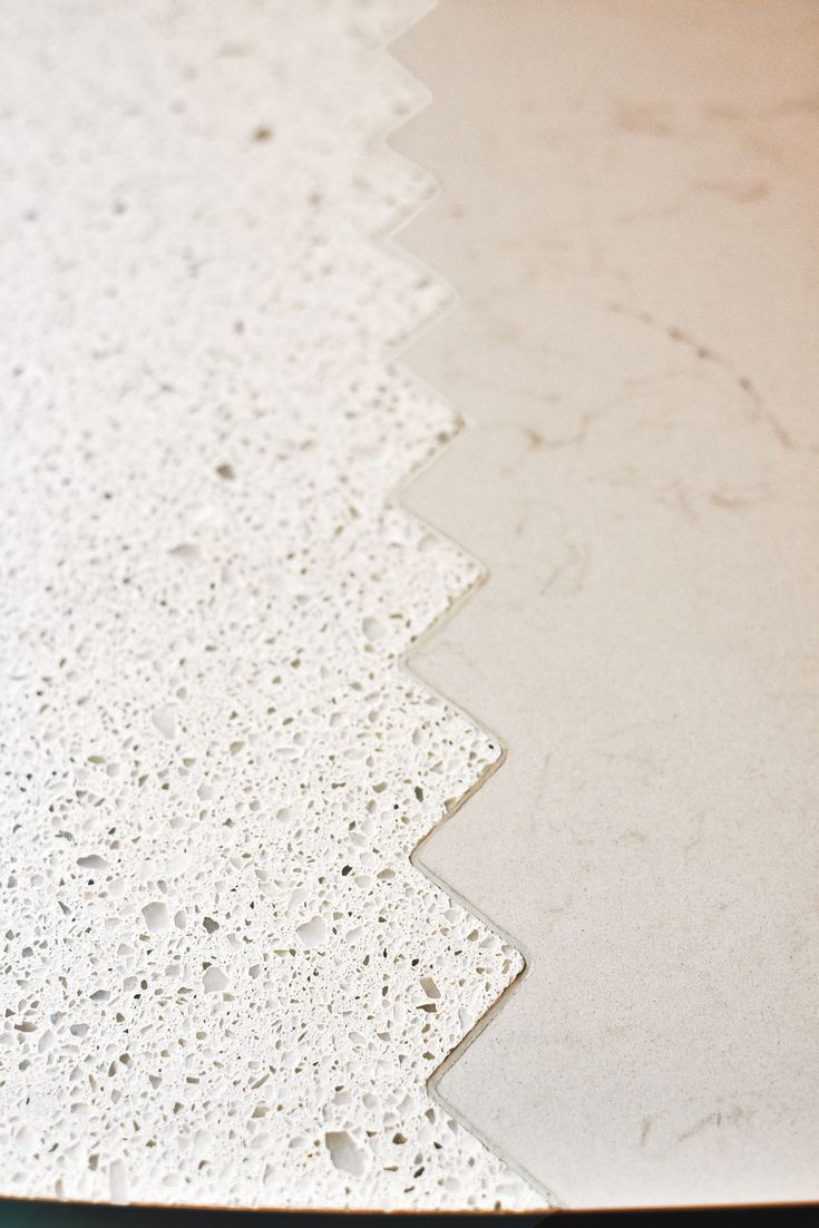 Two different Caesarstone surfaces are joined with a zigzag link. 6600 Nougat/ 5000 London Grey