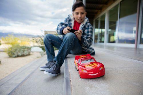 Flash McQueen voiture miniature connectée sphero