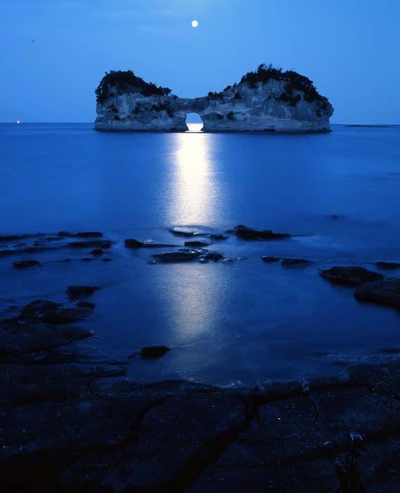 円月島 Engetsu Island & Moonlight, Wakayama,  Japan
