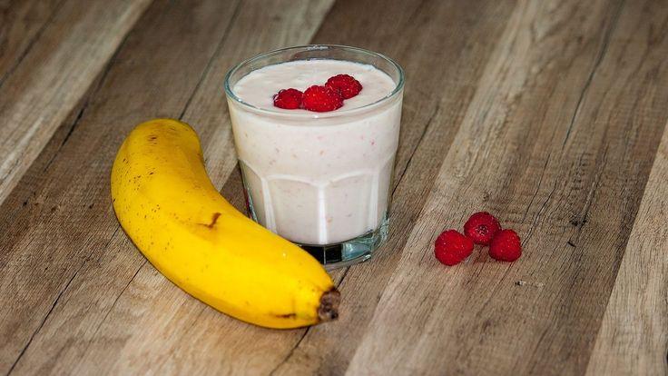 Молочный коктейль с мороженым, бананом и кефиром https://www.youtube.com/watch?v=hvByV3Zch8E Молочный коктейль с мороженым, бананом и кефиром вкусный и сытный холодный напиток уместный как в летнюю жару, так и в качестве десерта в любое время года. #рецепт #кухня #вкусно #wowfood #wowfoodclub