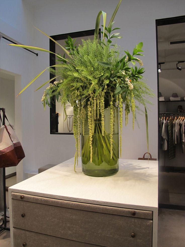 Magnífico espacio para estas flores. Detalles espectaculares en toda la tienda Sta. Teresa @Stateresa