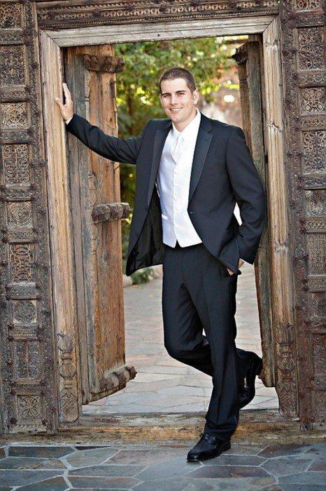 Oh My M Shadows on his wedding day. Look how haaaaandsome.