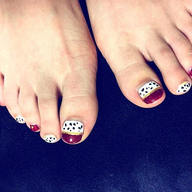 My favorite design✨ #nails #foot #Dalmatian #red #cool #fashion #Love #favorite #footnails  #design #art #nailart #ネイル #フットネイル #ダルメシアン #101 #お気に入り #ラメ #lamé #gold #ゴールド #ファッション #好き #デザイン