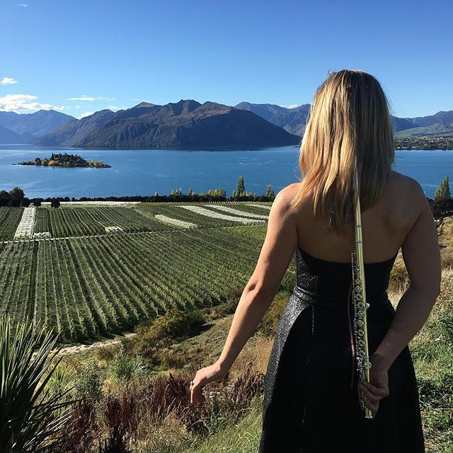 Tootin Ma flute, don't give a hoot 🙌. Just a bit of afternoon love here at Rippon in Wanaka today! Seasons not done just yet.  Team Linz, Ailsa! Oh Shaun, tiff, Jodie and Dom are here in Wanaka tonight as well.  #flute #fluteplayer  _______________________________________________________  Enjoying our pics? ❤️ Like, follow and comment! ❤️ Tell us what you want to see more of. _______________________________________________________  Book us at our website : lasocial.co.nz 🎤 Follow our…