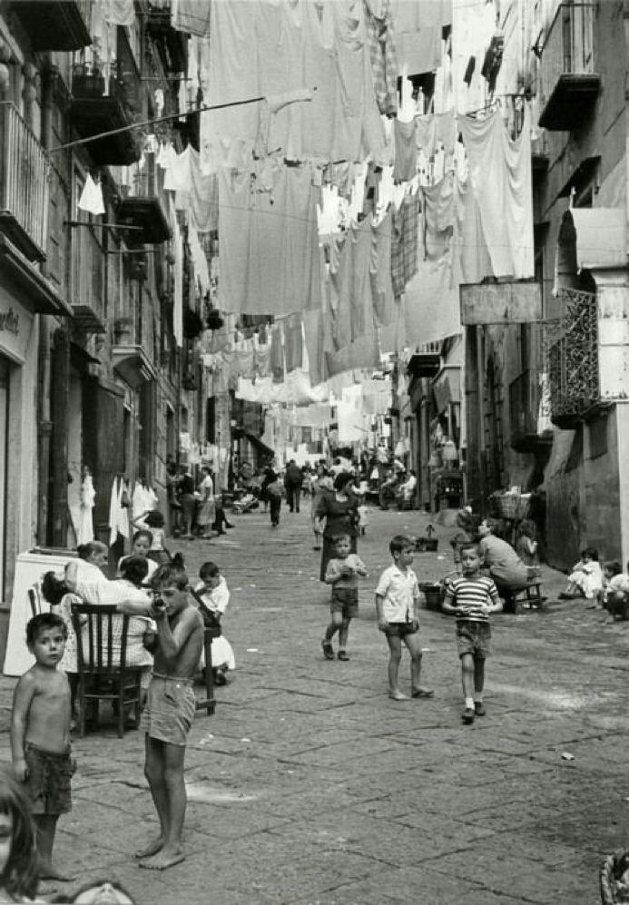 Attimi di vita. Napoli, Santa Lucia. 1960