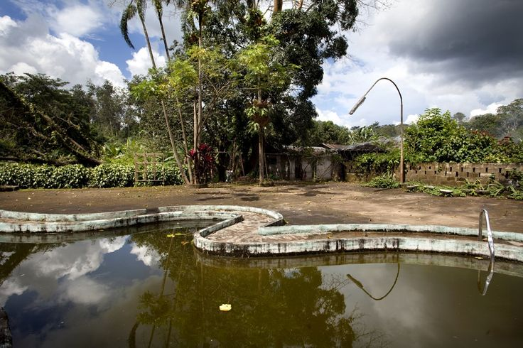 Swimming pool in Gbonga, Liberia | www.piclectica.com