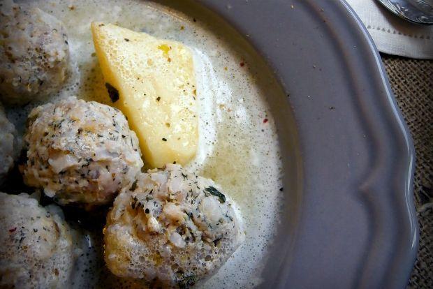 Λατρεμένο φαγάκι ειδικά όταν ο καιρός αρχίζει και κρυώνει. Αρέσει πολύ και στα παιδιά! Έτσι δεν είναι; Μα και οι μεγάλοι πού και πού θέλουμε τη γευστική αλλαγή μας, έτσι είπα να τα δοκιμάσω με κιμά κοτόπουλου. Για να τα φτιάξεις ακολουθείς την ίδια διαδικασία με τα κλασσικά γιουβαρλάκια.
