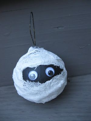 Mummy ornament craft!  Great Halloween craft.