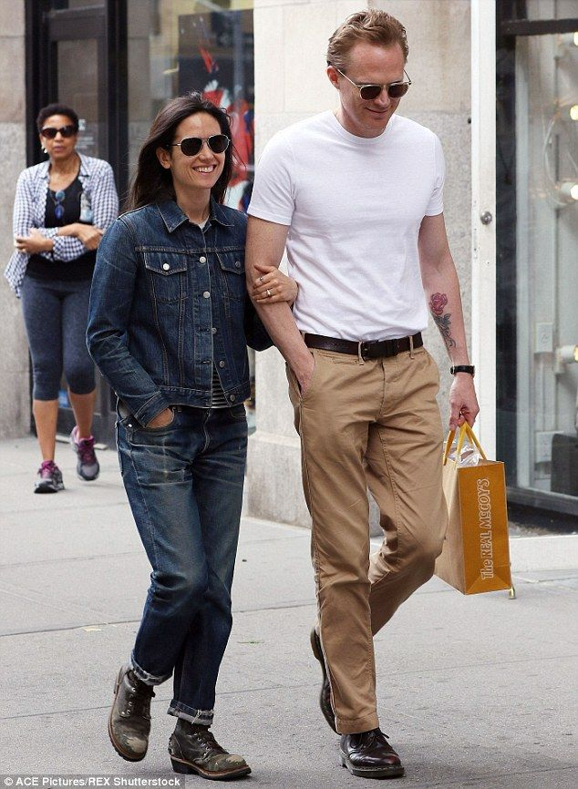 Jennifer Connelly & her husband Paul Bettany