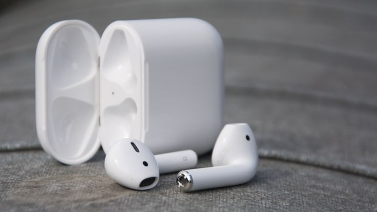 Apple'ın tamamen kablosuz kulaklığı olan AirPods'lar için her şey yolunda! Apple AirPods'lara olan yoğun siparişleri yetiştiremiyor!