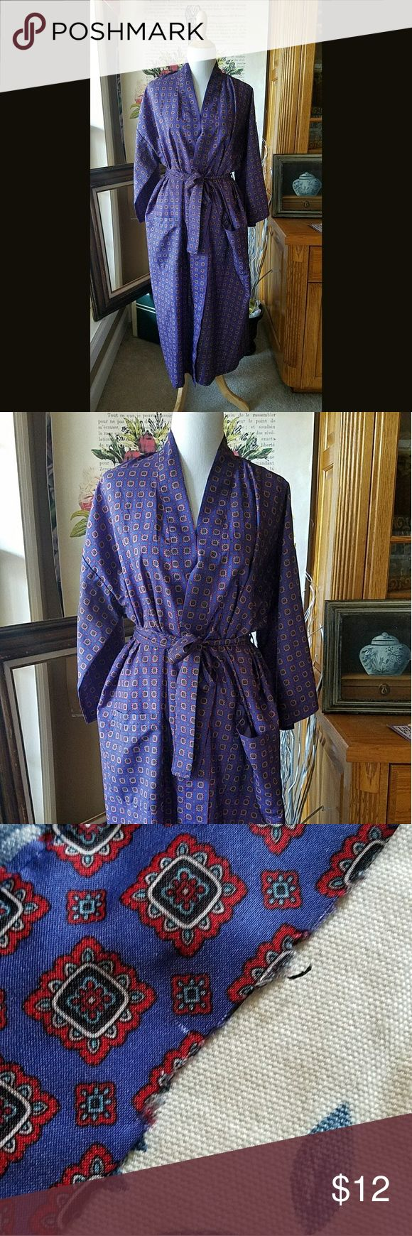 Pure Lounge! Bill Blass Robe One size, vibrant Bill Blass Robe from the late 80's. Poly robe with front pockets and tie sash. The sash has a minor flaw, once it's around the waist it isn't noticeable. Price has been adjusted. This robe is also unisex. Bill Blass Intimates & Sleepwear Robes
