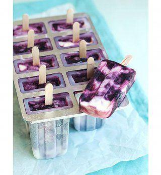 Frozen yaourt il vous suffit alors de mixer dans un blender : du yaourt grec, du sirop d'agave ou miel et des fruits congelés (fraises, framboises, mangues) pour obtenir un yaourt glacé à consommer immédiatement ou à ranger au freezer !