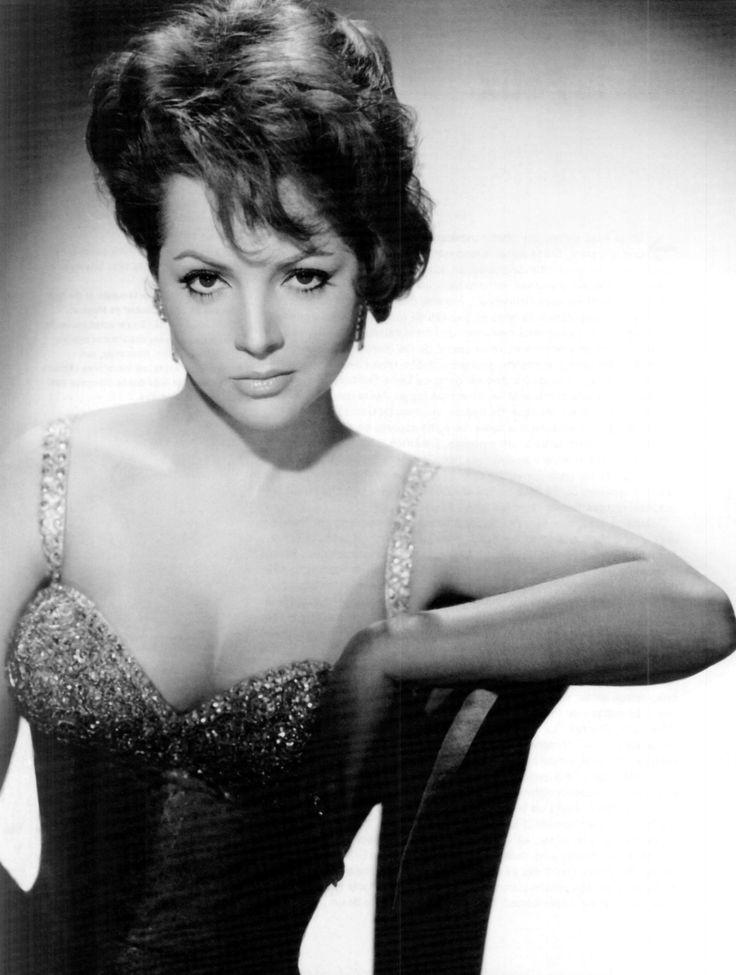 Sara Montiel... Classic beauty