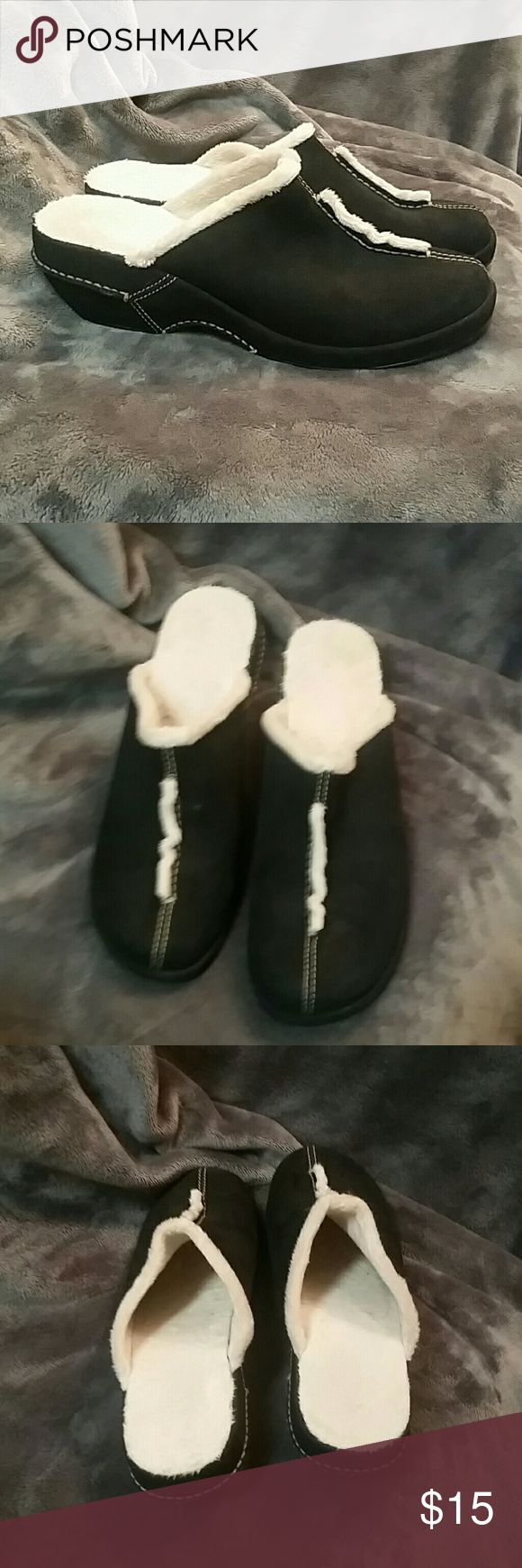 """White Mountain Black and White Clogs Black and white suede clogs by White Mountain. The white is very fuzzy """"faux fur"""" and it lines the inside of the clog. To my knowledge the suede is real leather. He heel is about and inch and a half. Never been worn outside of trying them on a few times, just like new! Smoke free home. White Mountain Shoes Mules & Clogs"""