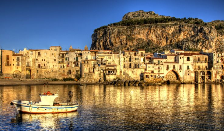 Cafalù, Sicily - 27 places in Italy that don't look real -