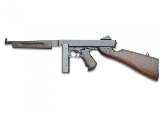 La Segunda Guerra Mundial fue el primer conflicto generalizado en donde la ametralladora entró como arma de combate. Hay varias ametralladoras en esta lista, pero ninguna es tan emblemática como la ametralladora Thompson. Después de haber alcanzado notoriedad en la guerra civil irlandesa y en las manos de los gangsters, la Thompson fue adoptada por el Ejército de los EE.UU. antes del inicio de la guerra.