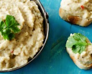 Caviar d'aubergines express au micro-ondes Croq'Kilos : http://www.fourchette-et-bikini.fr/recettes/recettes-minceur/caviar-daubergines-express-au-micro-ondes-croqkilos.html