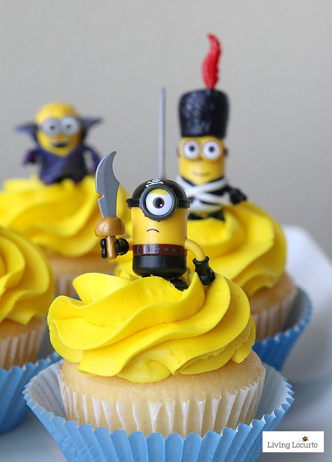 Cute Minions Cupcakes! Fun DIY ideas for a Minions Party or Despicable Me Minion Themed Birthday Party. LivingLocurto.com