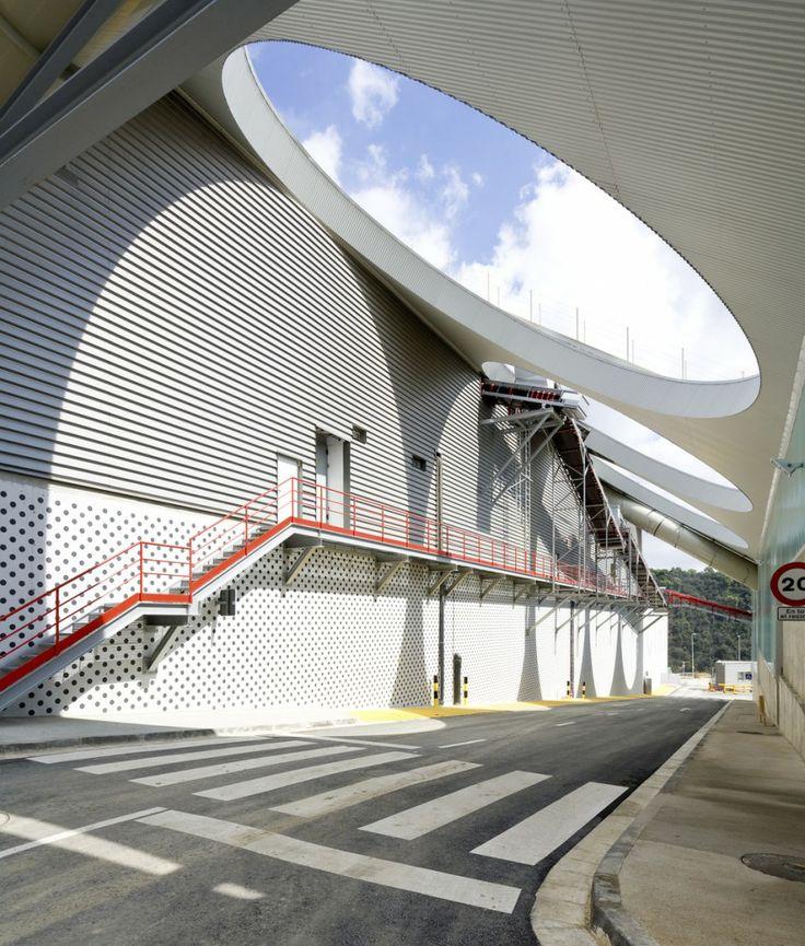 Waste Treatment Facility / Batlle & Roig Architects