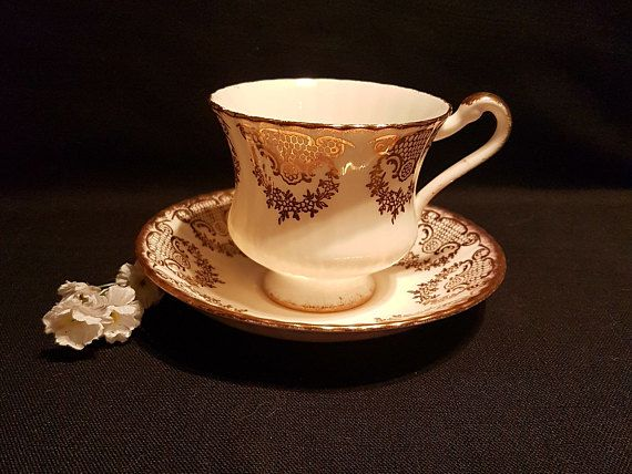 Paragon By Appointment of Her Majesty The Queen White/Gold Teacup