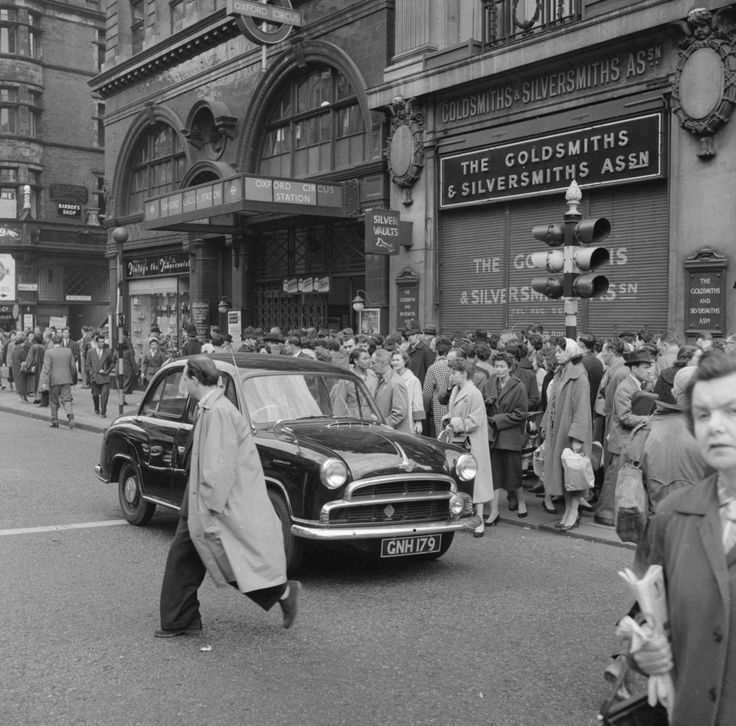 1958: Oxford Circus. | 31 Gorgeous Photos Of The London Underground In The '50s And '60s