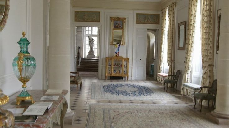 Another Gallery, Chateau de Menars.