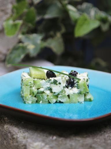 poivre, concombre, ciboulette, huile d'olive, jus de citron, sel, olive noire, feta