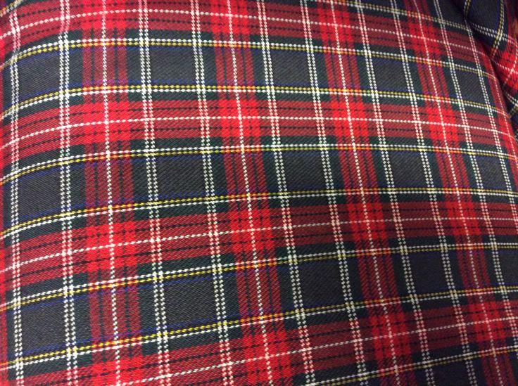 http://infantialia.es/es/telas-villelas-viyela/42-tela-de-villela-de-cuadros-en-tonos-rojos-y-gris.html Tela de villela de 160 cms de ancho, estampado cuadros tonos rojos y gris ceniza. Ancho 160 cms. ideal moda infantil, camisas, trajes, ceremonia, pantalones, pijamas de invierno.