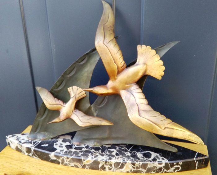 Art Deco bronzen sculptuur - meeuwen scheren langs golven
