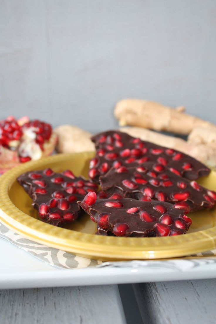 Chocolate-Pomegranate-Ginger Bark by laradelilah: Easy! #Treats #Chocolate #Pomegranate #Ginger #Easy