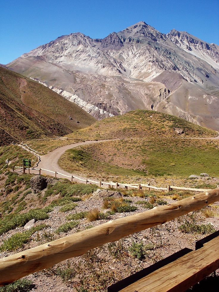 On the road to the Aconcagua. Mendoza, Argentina © Gonzalo Kenny